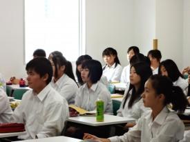 生徒の顔を見てください。真剣!
