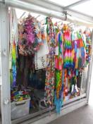 原爆の子の像に捧げられていた色とりどりの鶴たち