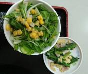 水菜を使ったグリーンサラダ、小松菜とベーコンのソテー♪