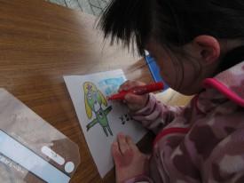 会場でシェードに絵も描きました