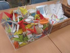 色とりどりの折り鶴がとってもきれいでした
