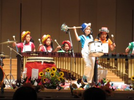 広島ジュニアマリンバアンサンブルの皆さんによる演奏